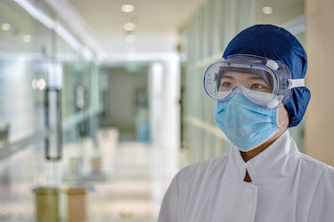 Medical worker wearing goggles and a surgical mask