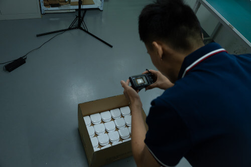 Inspector photographing products before shipping from China to the US
